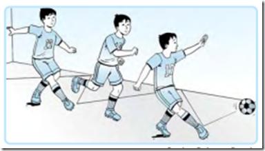 Menendang bola dengan kaki bagian dalam