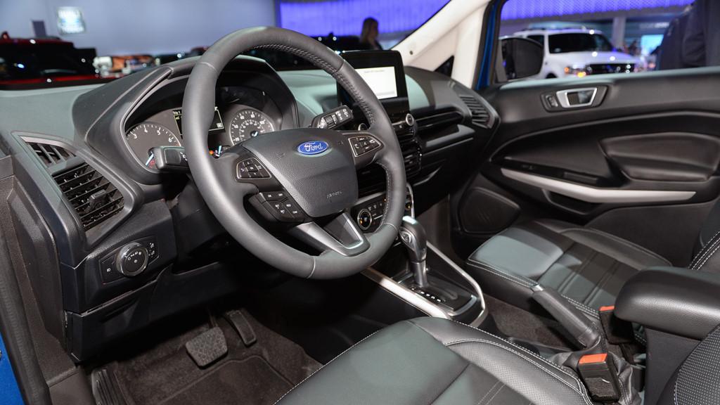 Xe Ford EcoSport 2018 màu bạc 07