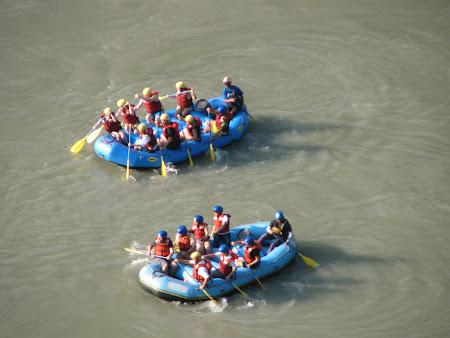 Imagini Nepal: doua echipe rafting