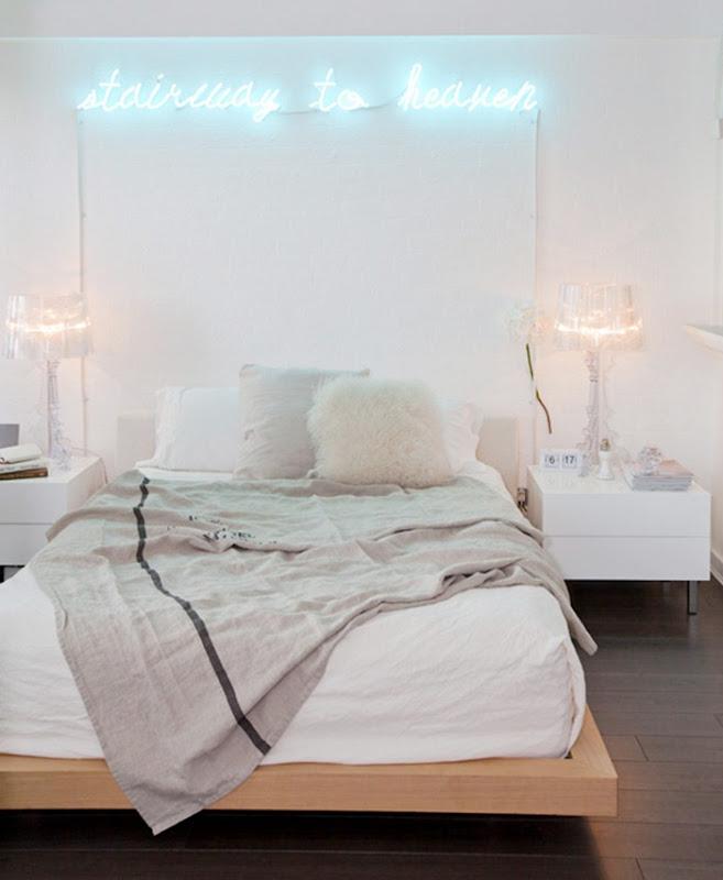 quarto com parede branca