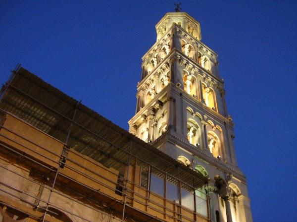 23. catedrala noaptea.JPG