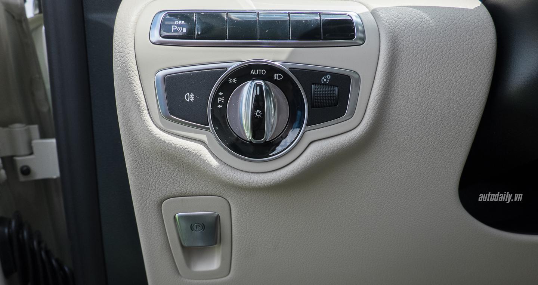 Nội thất xe Mercedes Benz V250 Avantgarde Máy Xăng màu trắng 016