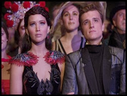catching-fire-katniss-peeta-nov-2013-5
