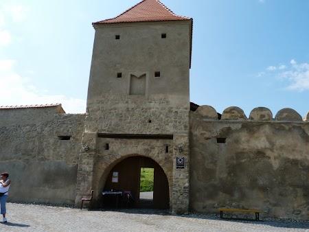 Fortificatii sasesti in Transilvania: intrare cetatea Rupea