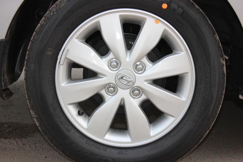 Xe Hyundai Grand i10 sedan 1.2MT Màu bạc 010