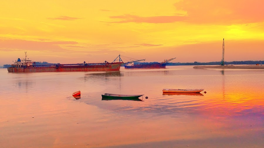 Ship and Boats by Max Samson - Instagram & Mobile Android ( veera, android, golden sky, landscape, yellow sky, mobile,  )