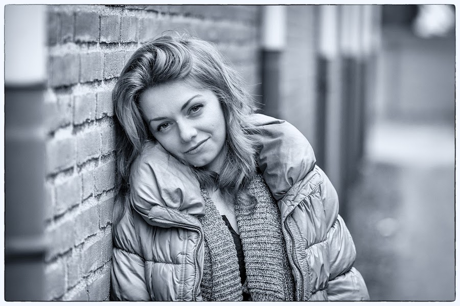 Simplicity by Cristian Draghicescu - Black & White Portraits & People ( simplicity, black and white, woman, gang shoot, classic,  )
