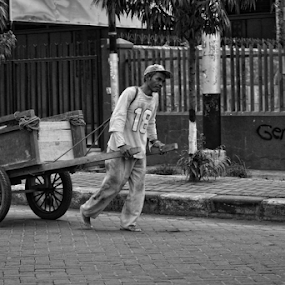 wheel of life by Ayah Adit Qunyit - People Street & Candids