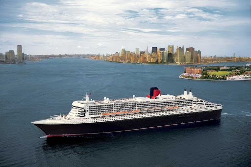 Cunard-Queen-Mary-2-New-York-skyline - Get spectacular views of the Manhattan skyline when Queen Mary 2 sails through New York Harbor.