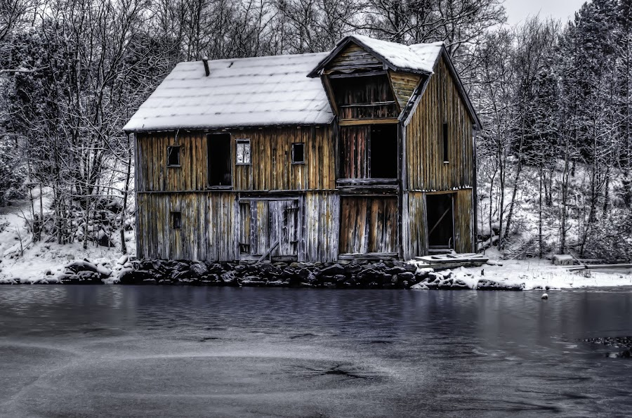 Decaying seahouse by Sondre Gunleiksrud - Buildings & Architecture Decaying & Abandoned ( water, canon, old house, old, hdr, seascape, old building, norway, hdri, winter, ice, snow, decay, abandoned,  )