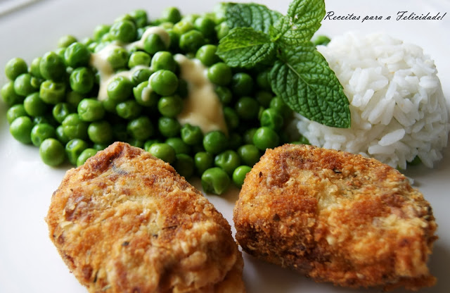 "Comfort Food ""Bom Petisco""/Tuna Patties with Peas in Butter and Mint Recipe"