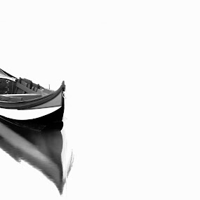 The rest of the warrior .... by Paulo Faria - Black & White Objects & Still Life