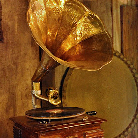 Songs everlasting... by Anoop Namboothiri - Artistic Objects Antiques ( music, gramophone, anoop nambothiri, old, antique, disc, , colorful, mood factory, vibrant, happiness, January, moods, emotions, inspiration )