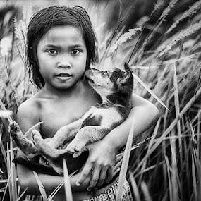 Best Friend by Ikhsan Effendi - People Portraits of Women