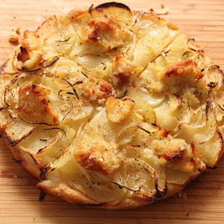 Easy Pan Pizza With Potato, Onion, and Rosemary (Vegan)