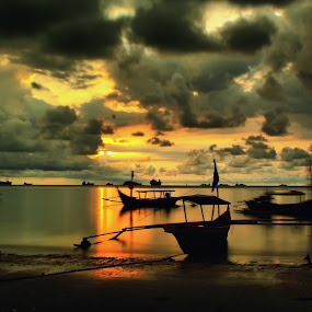sunset at nirwana beach by Fajar Vandra - Landscapes Sunsets & Sunrises