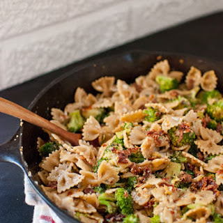 Spicy Sun-Dried Tomato and Broccoli Pasta