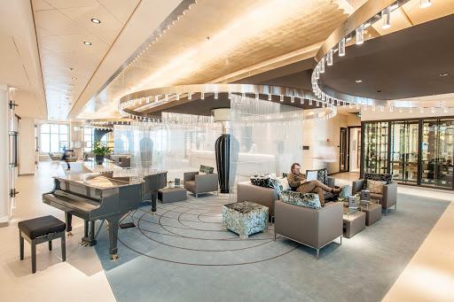 Europa-2-Reception - Europa 2 has a contemporary, spacious atrium, where the Reception and the Piano Bar are located.