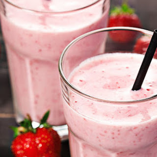 Strawberry-Vanilla Maca Smoothie