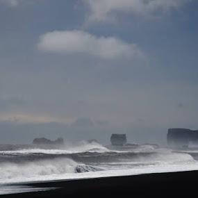 South Coast Beach, near Wick, Iceland by Linda Labbe - Uncategorized All Uncategorized