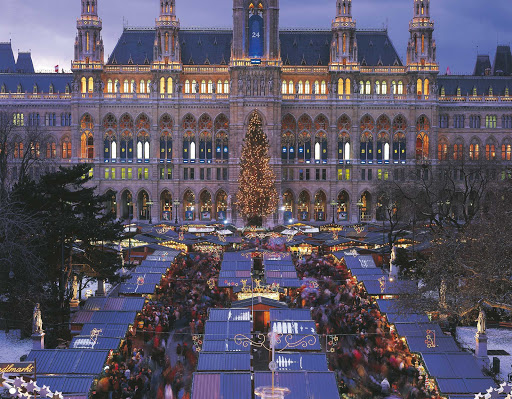 christmas-market-in-vienna - Christmas market in Town Hall Square, Vienna, Austria.