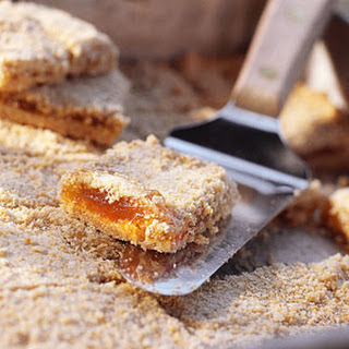 Crunchy Oat-Apricot Bars