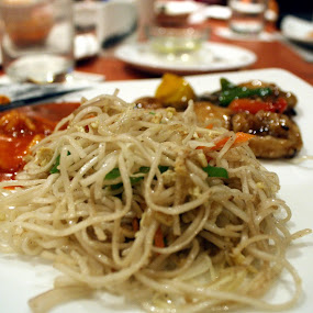 Spicy Schezwan by Kadhiravan Umasankar - Food & Drink Plated Food ( plated, schezwan, noodles, food, spicy,  )