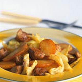 Roergebakken Vleesblokjes Met Kerrie, Kool En Aardappel