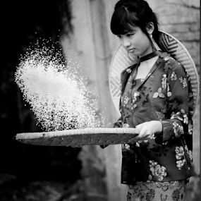 :: ngayak beras :: by Sandi Kun - Black & White Street & Candid