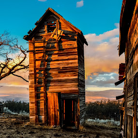 Old Farm at Sunset by Earl Heister - Buildings & Architecture Decaying & Abandoned ( abandoned, building,  )