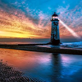 lighthouse-sunsetray.jpg
