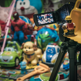 filming by Mark Andres - Artistic Objects Toys ( toy, object )