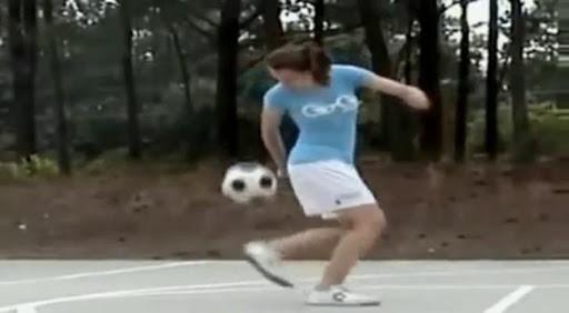 Mujer en Fútbol Estilo Libre