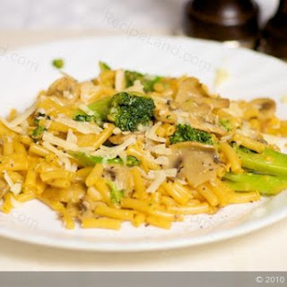 Kraft Dinner with Broccoli and Mushrooms