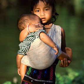 400mm @ f5.6. Fuji Velvia by Lindsay James - Babies & Children Children Candids