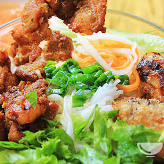 Vietnamese Grilled Pork with Vermicelli Noodles (Bún Thịt Nướng).