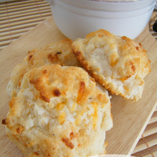 {copycat} Red Lobster Cheddar Bay Biscuits.
