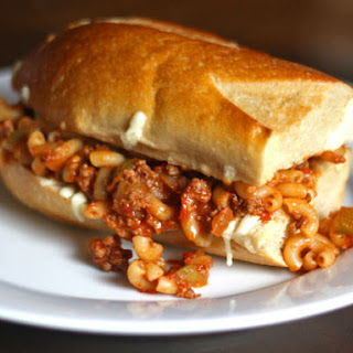 Sloppy Jessica, or Mac-and-Cheese-Chili Pizza on a Bun
