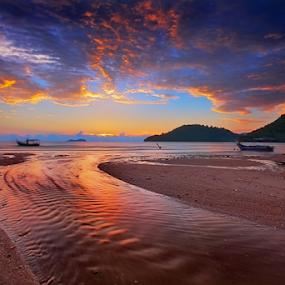 ... fire and water by Keris Tuah - Landscapes Sunsets & Sunrises ( canon, red, sunset, coor, seascape, keristuah, landscape )