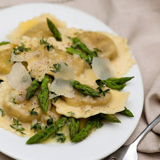 Ravioli with White Wine Butter Sauce and Asparagus Recipe