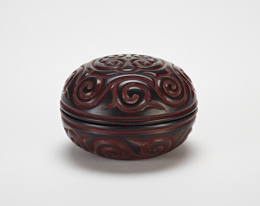 Carved lacquer box with pommel scroll design