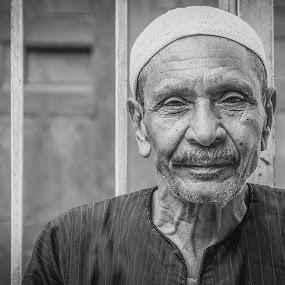 Old man by Omar Ali - People Portraits of Men