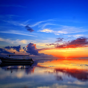 Sunrise' Moment by Ina Herliana Koswara - Landscapes Sunsets & Sunrises ( sky, sanur, beach, sunrise, morning, boat, Earth, Light, Landscapes, Views )