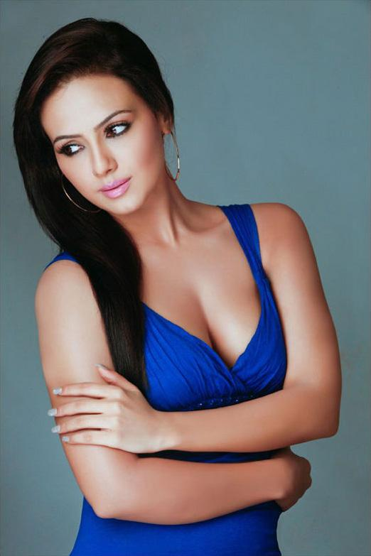 Sana Khan Too Hot - screenshot
