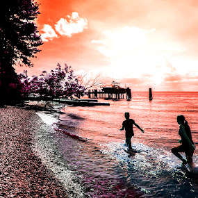 Chasing the sunset by Andrew Hale - Babies & Children Children Candids ( shore, red, sunset, beach, docks, Free, Freedom, Inspire, Inspiring, Inspirational, Emotion,  )