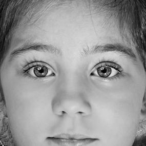 Bright eyes by Thiago Silva - Babies & Children Toddlers ( girl, black & white, eyes,  )