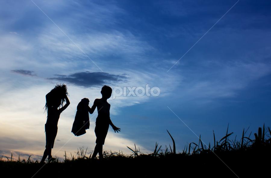 pagi ku jelang, senja ku pulang. by Djeff Act - Babies & Children Children Candids