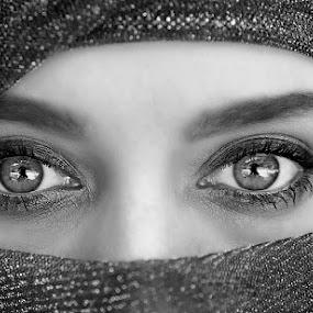 Eyes by Robbie Aspeling - Black & White Portraits & People ( face, fashion, woman, bw, lady, portrait, eyes )
