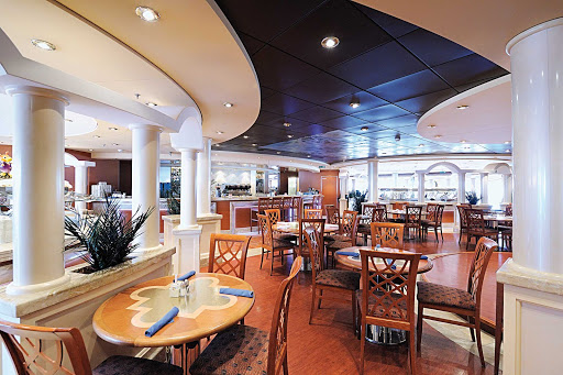 MSC-Musica-Gli-Archi-Cafeteria-2 - Gli Archi is the casual buffet eatery on MSC Musica, offering easy in-and-out dining in a pleasant setting.