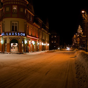 Orsa by night by Claes Wåhlin - Buildings & Architecture Other Exteriors ( sweden, winter, snow, orsa, main street,  )